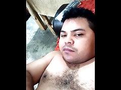 Masturbándome con el vídeo de un amigo