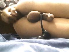 Joven Sissy Femboy de 18 años se masturba con dos juguetes sexuales